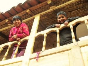 La casa de los 3 hermanitos Sikus ya tiene ventanas!